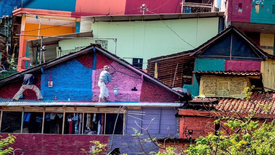 The houses were re-painted in a dizzying array of colours during a month-long overhaul which cost about USD 200,000, and the polluted river nearby was also cleaned up. (SURYO WIBOWO / AFP)