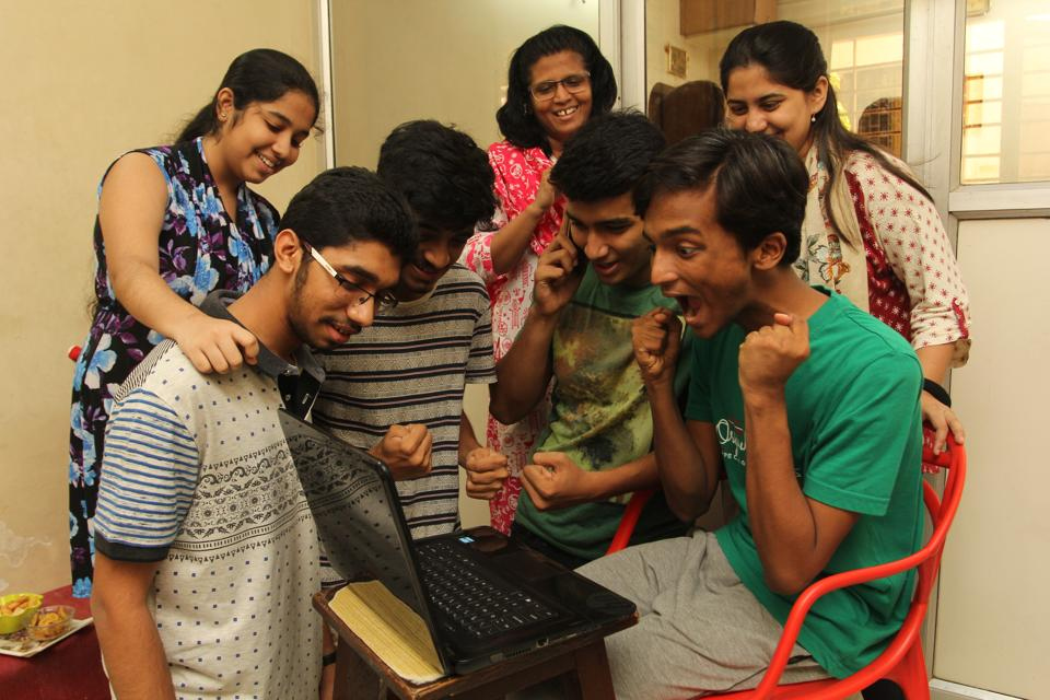HSC students check results online in Thane.