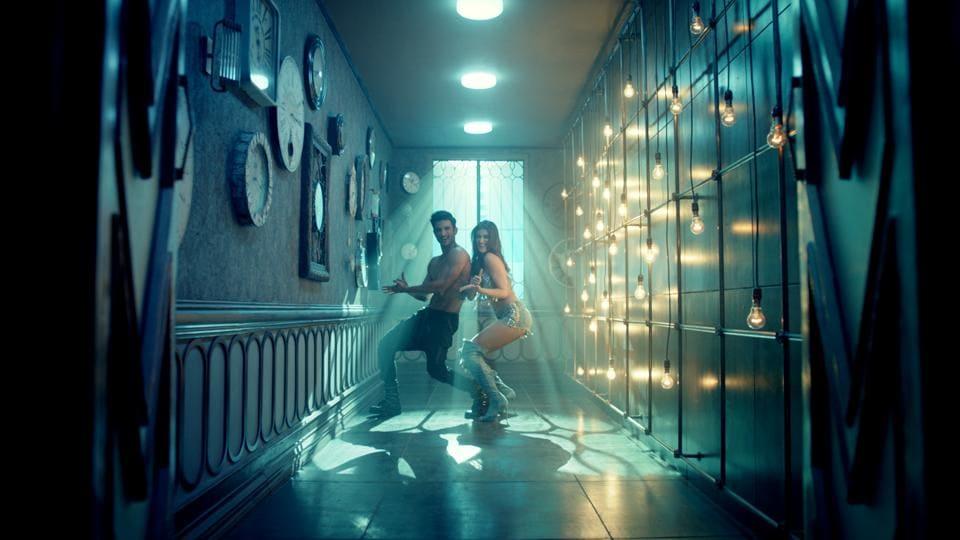 Sushant Singh Rajput and Kriti Sanon in a still from Raabta's latest song Main Tera Boyfriend.
