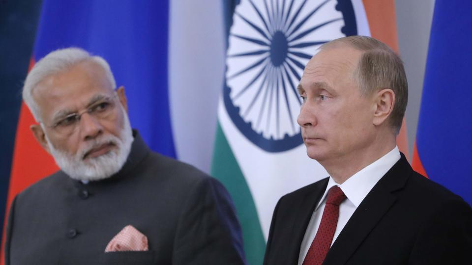 Russian President Vladimir Putin (R) and Indian Prime Minister Narendra Modi attend a signing ceremony on the sidelines of the St. Petersburg International Economic Forum (SPIEF), Russia, June 1, 2017.