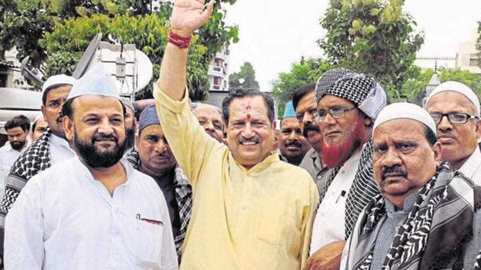 Indresh Kumar (Centre) said love holds 'sacredness' and 'piousness' in India, but the West has commercialised it and given birth to Valentine's Day.