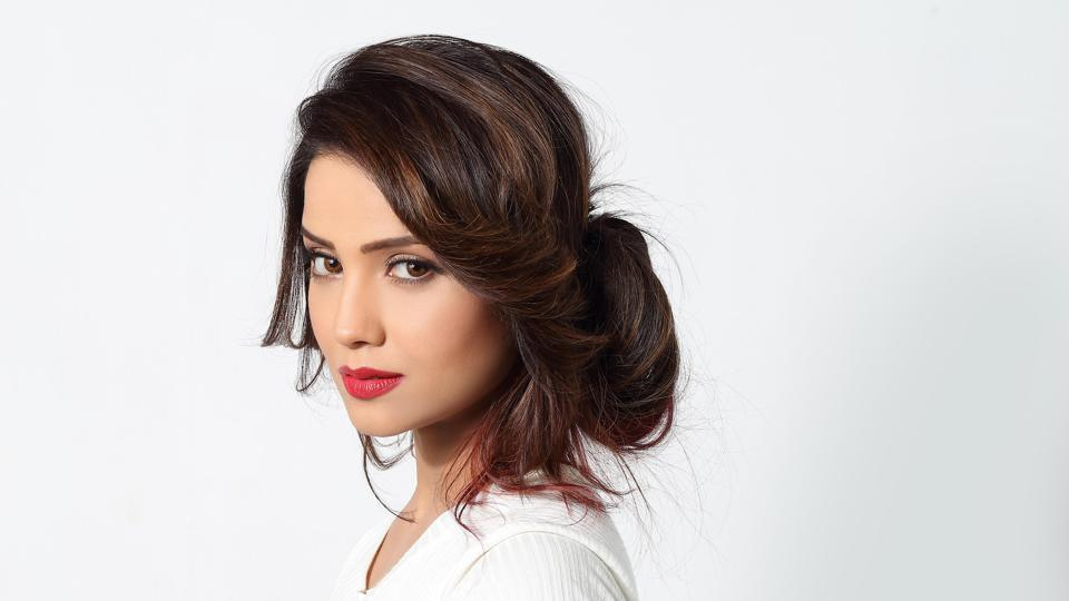 Adaa Khan has often spoken about how its challenging to shoot for Naagin 2.