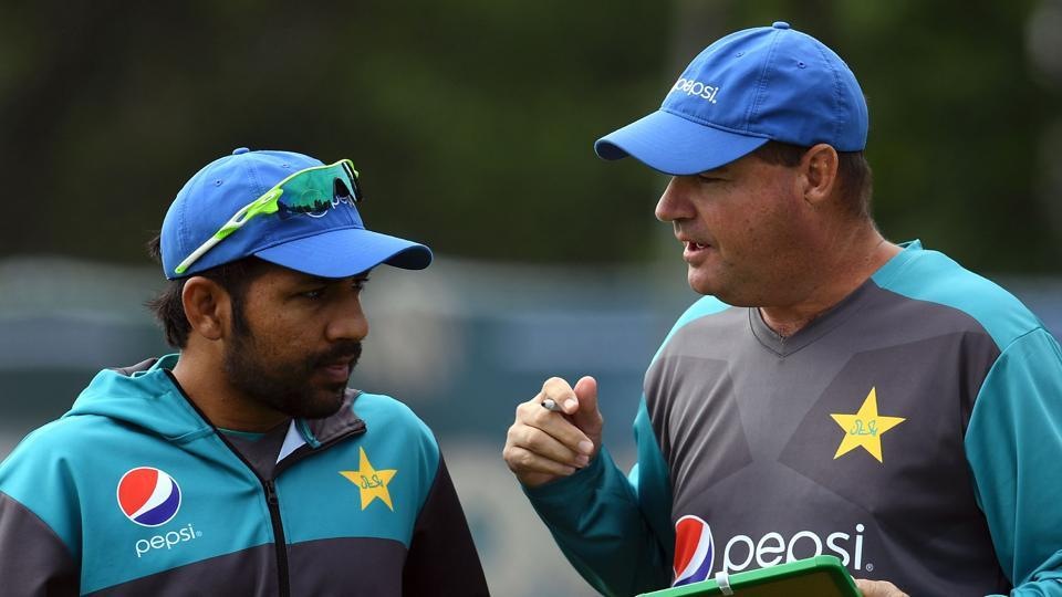 Pakistan's coach Mickey Arthur (R) talks with Pakistan's Sarfraz Ahmed (L) during a nets practice session at Edgbaston cricket ground. (AFP)