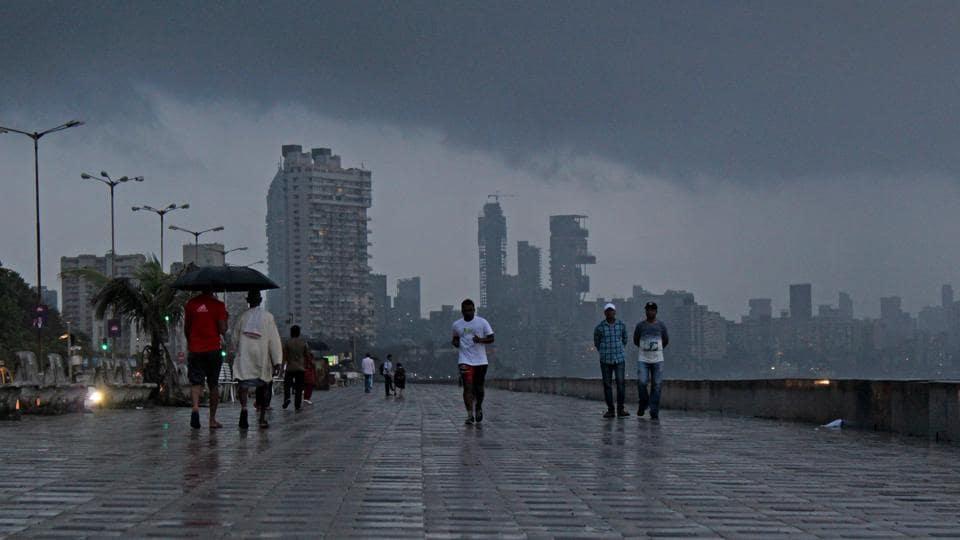 Mumbai city news,Mumbai wave,Mumbai Worli sea face