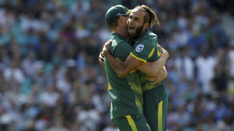 Imran Tahir(R)picked up 4/27 which helped South Africa beat Sri Lanka by 96 runs in the ICC Champions Trophy 2017 Group B gameat The Oval in London on Saturday. Catch full cricket score of South Africa vs Sri Lanka here.