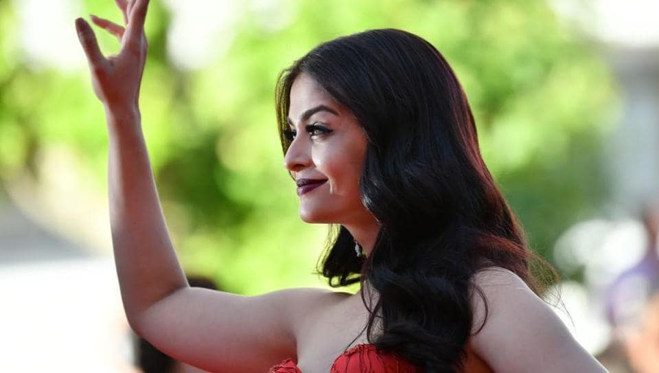 Aishwarya Rai Bachchan poses as she arrives on May 20, 2017 for the screening of the film 120 Beats Per Minute (120 Battements Par Minute) at the 70th edition of the Cannes Film Festival.