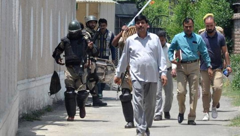 NIA team outside the residence of the prominent business man as NIA conducts raid on the premises in Sanat Nagar Srinagar on June 3.