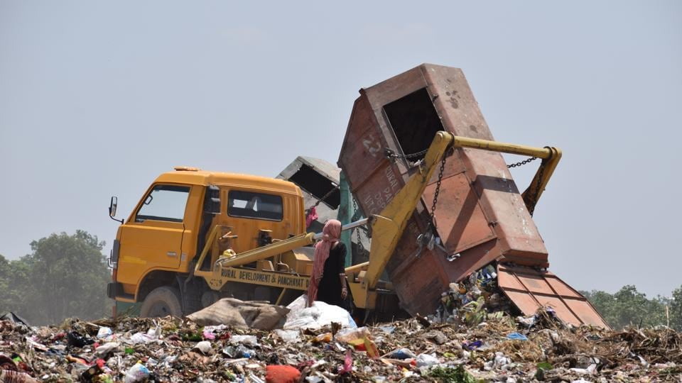 Instead of being processed, the garbage generated by the city is simply dumped near Dadumajra.