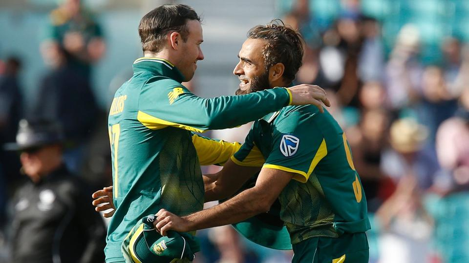 South Africa's Imran Tahir (R) celebrates with skipper AB de Villiers after winning the ICC Champions Trophy match against Sri Lanka.