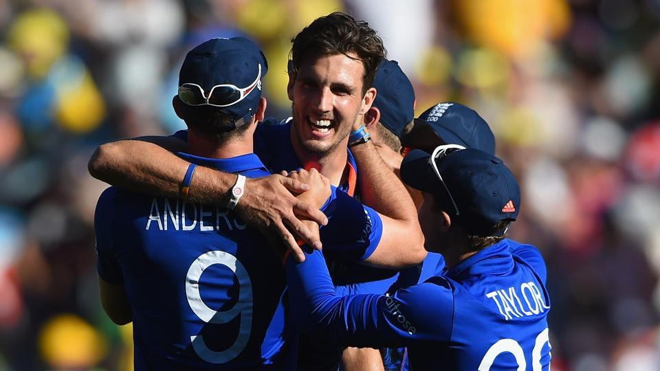 Steve Finn has replaced Chris Woakes in the England team for the 2017 ICCChampions Trophy after Woakes suffered a side strain during the opening game against Bangladesh at The Oval.