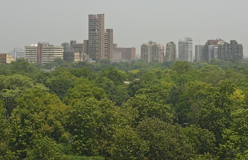 It was found that while areas such as Mandir Marg and RK Puram have lower pollution levels, others such as Anand Vihar and Civil Lines are highly polluted.