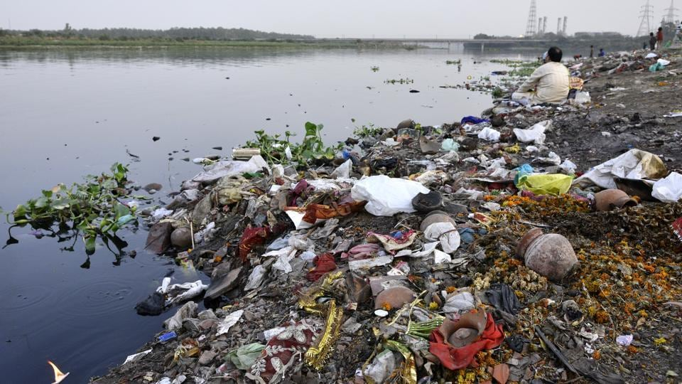 Indian cities produce nearly 40,000 million litres of sewage every day and barely 20 percent of it is treated, according to a new report released by the Centre for Science and Environment (CSE). (Arun Sharma/HT PHOTO)