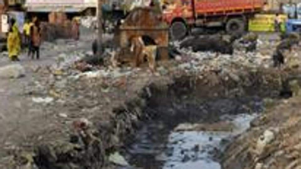 Pakistan,Sewage cleaner,Dirty body