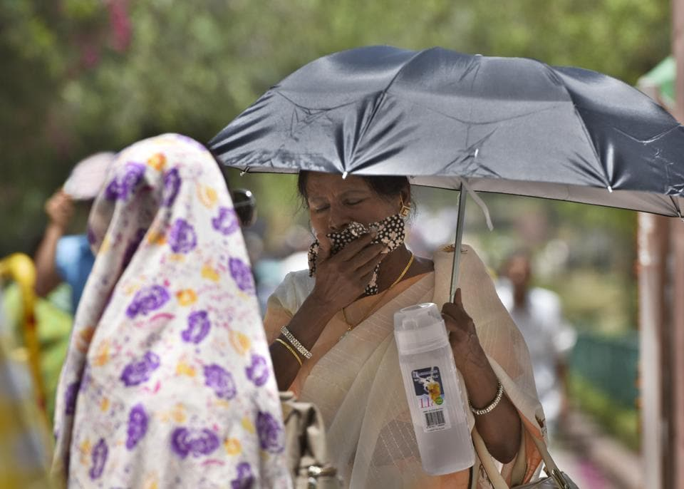 Delhi boils at 47 degree Celsius, no respite from heat till Tuesday