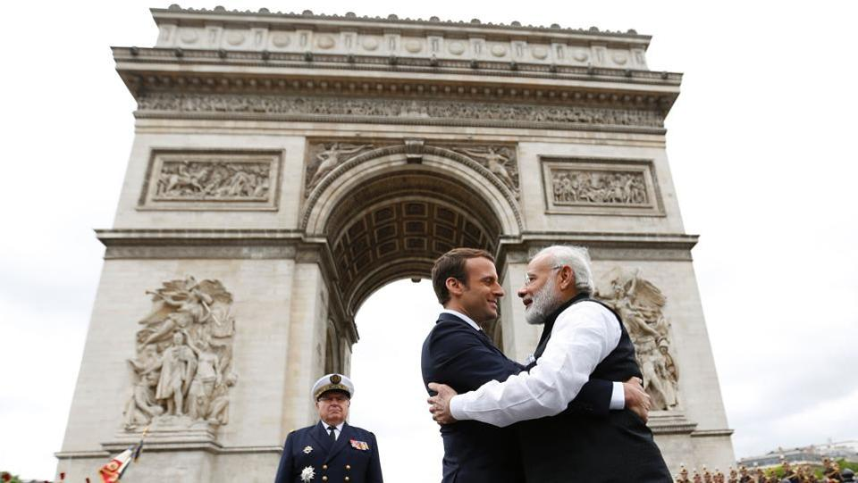 Indian Prime Minister Narendra Modi (L) says goodbye to French President Emmanuel Macron after a ceremony at the Arc de Triomphe on the last leg of his four-nation visit in Paris. (CHARLES PLATIAU / AFP)