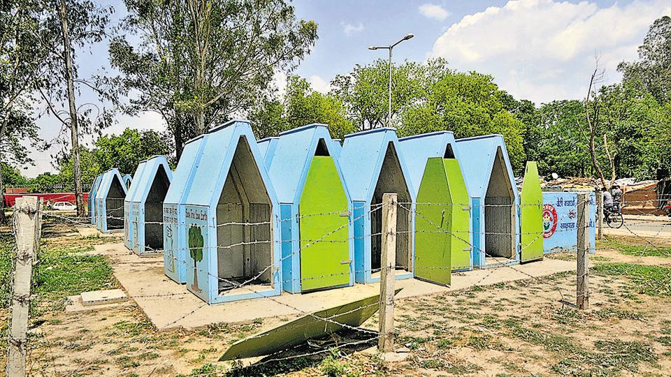 The 418 mobile toilets placed in slums and colonies at a cost of Rs 1.55 crore