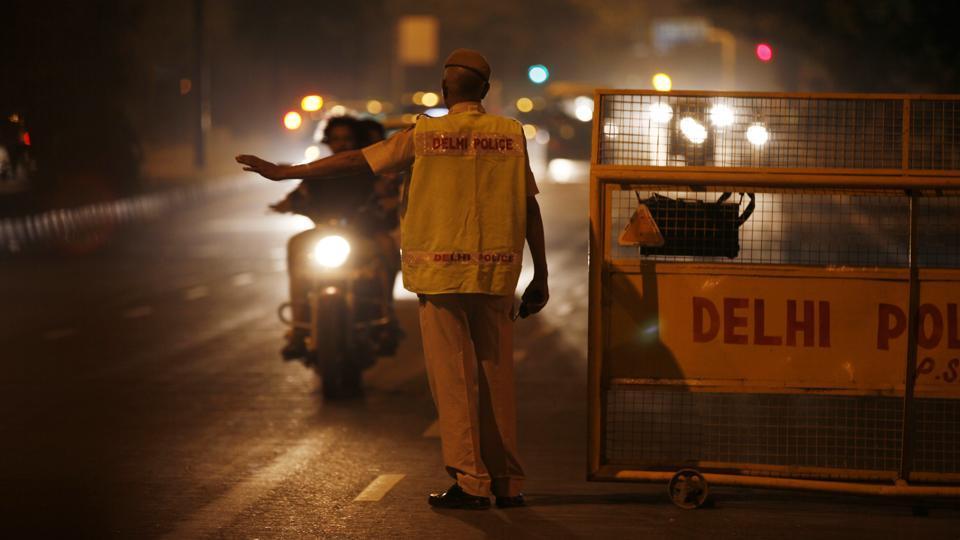 Drunk cop,Constable,Delhi police