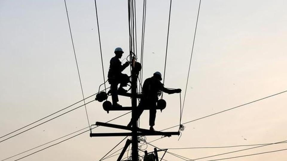 The overall net loss of the discoms of Uttar Pradesh has increased in financial year (FY) 17.