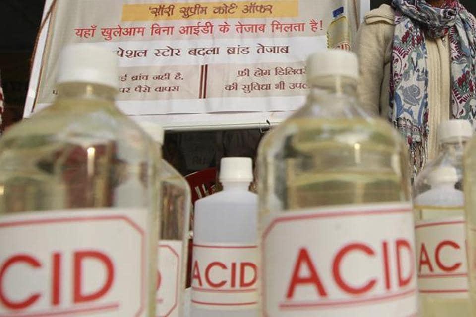 Greater Noida,Noida news,acid attack