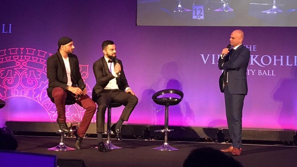 Harbhajan Singh (L) and Virat Kohli (C) at the charity event alongside stand-up comedian Vikram Sathaye (R).