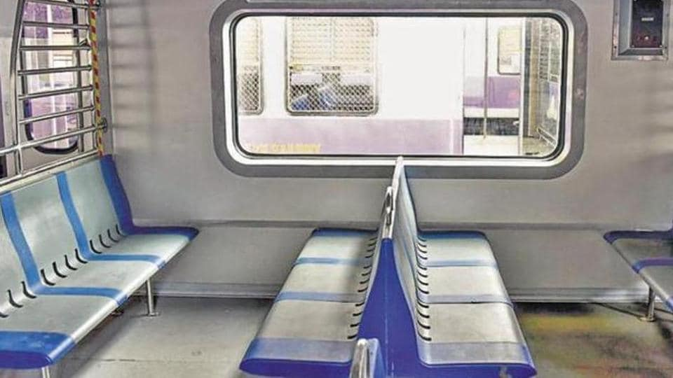 The train has automatic doors with emergency opening features, and GPS-based destination display on LED indicators.