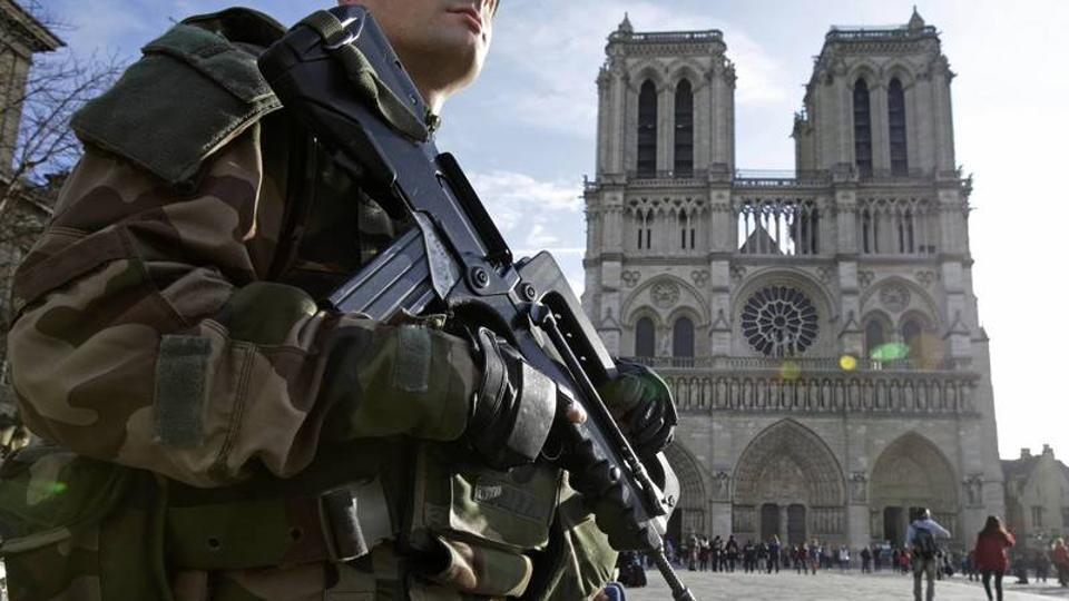 Police in Paris has asked the public to stay away from the Notre Dame cathedral.