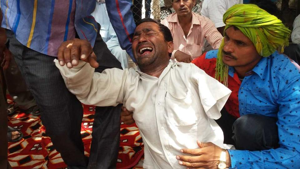 Delhi news,Delhi boy dies of heat,Boy found dead in car