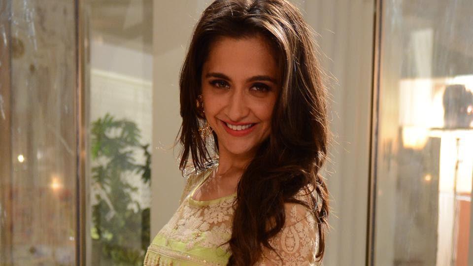 Sanjeeda Shaikh plays the role of Kamini Mathur in Love Ka Hai Intezaar.