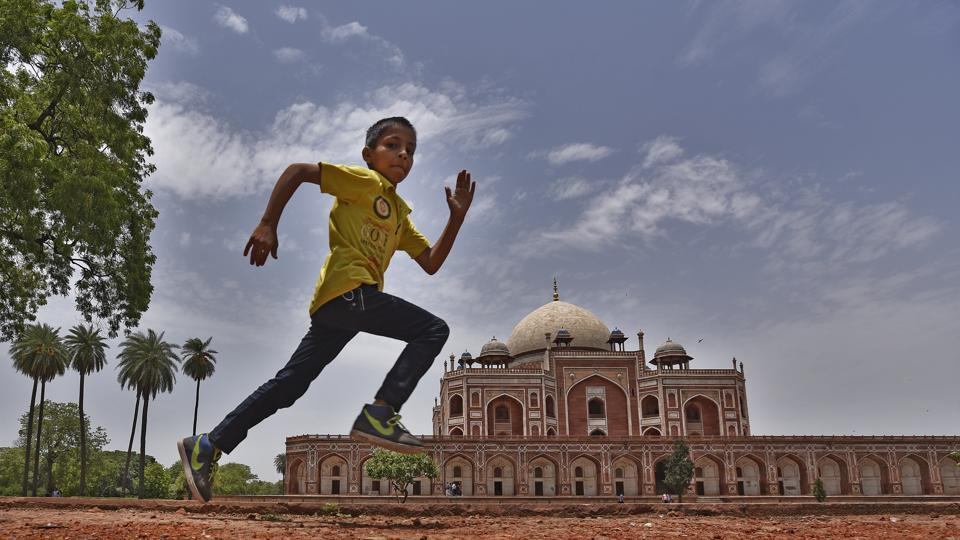 A child enjoys the pleasant weather at Humayun Tomb in New Delhi. Temperature is expected to remain on the lower side for the next few days.  (Ravi Choudhary/HT PHOTO)