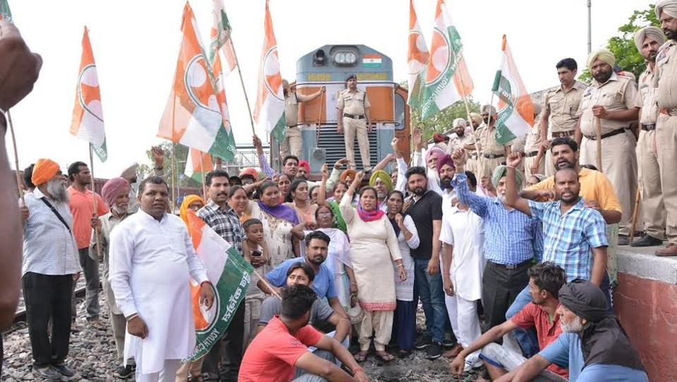 the protesters managed to squeeze in the 'rail blockade' by jumping onto the tracks, raising slogans and getting some pictures clicked at Sangrur railway station.