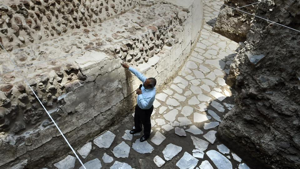 A hotel formerly stood on the site of the newly discovered ruins until 1985, when it collapsed in a catastrophic earthquake that killed thousands of people. The hotel's owners then noticed the ancient remains.