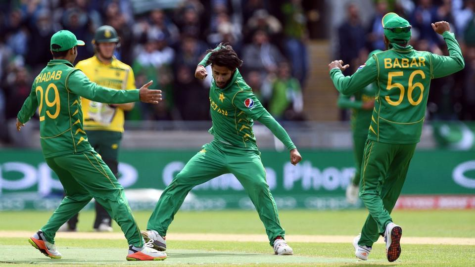 Pakistan kept their hopes of entering the semi-finals of 2017 ICC Champions Trophy alive with a 19-run win (DLS) over South Africa at Edgbaston.  (Twitter )