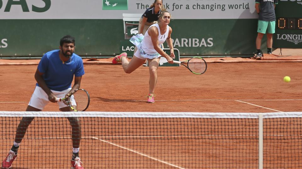Canada's Gabriela Dabrowski and India's Rohan Bopanna return against Anna-Lena Groenefeld of Germany and Robert Farah of Colombia. (AP)