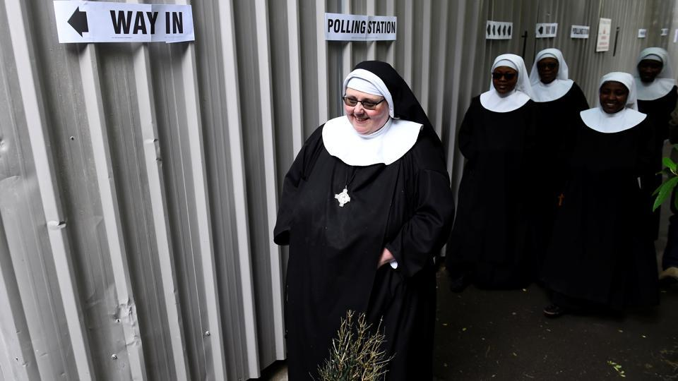 Nuns arrive to vote at a polling station in Hyde Park. (Clodagh Kilcoyne / REUTERS)