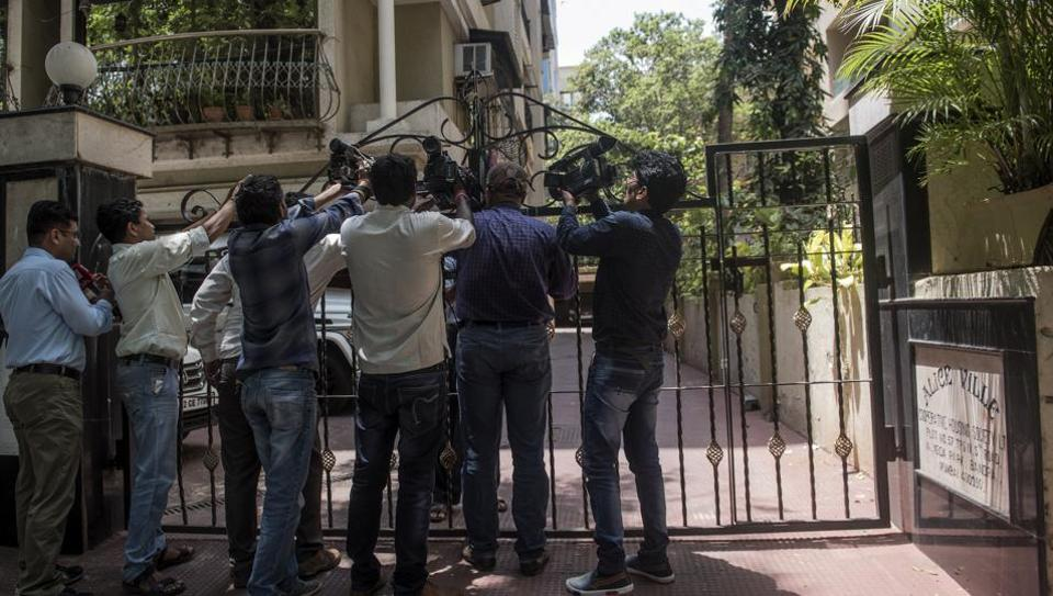 ED raids Congress leader Baba Siddique's house related to a money laundering case in Mumbai.