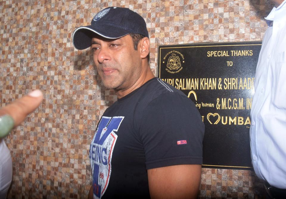 Bollywood actor Salman Khan, who has been appointed as the brand ambassador for the BMC campaign against open defection, visited Aarey Colony in Mumbai on Friday. (Prashant Waydande /HT )