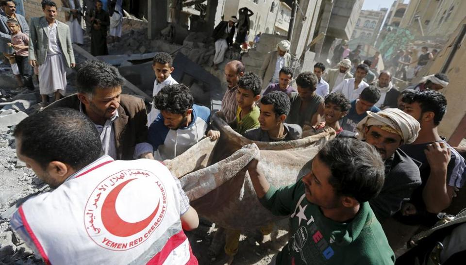 A suspected Saudi-led coalition air strike on Yemen's rebel-held capital Sanaa has killed four members of the same family, medics and witnesses.