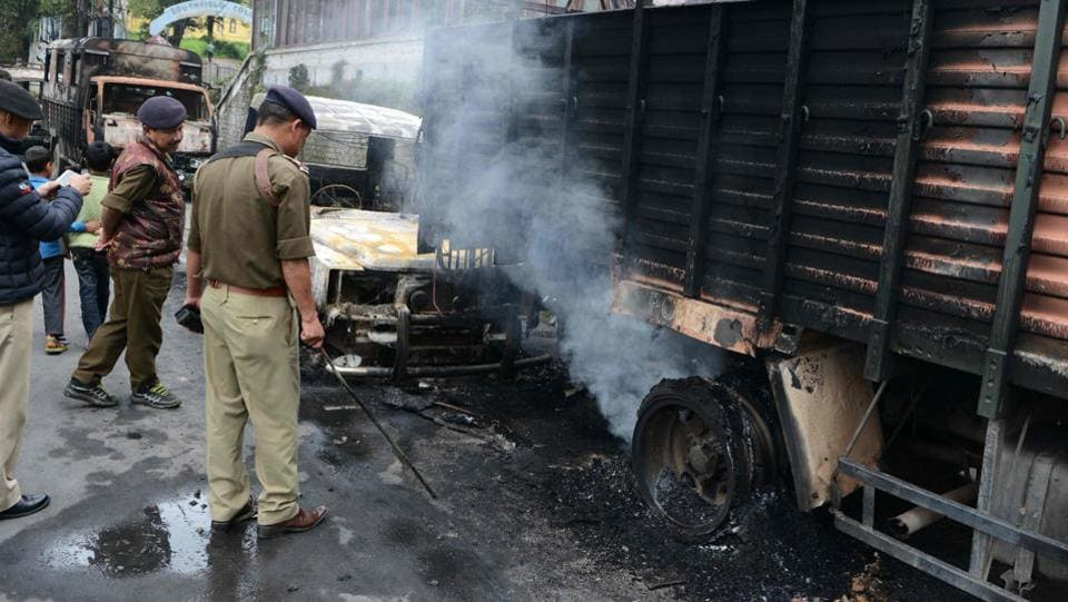 Indian police examine burnt police vehicles after clashes between police and Gorkha People's Liberation Front (GJMM)supporters in Darjeeling. (DIPTENDU DUTTA / AFP)