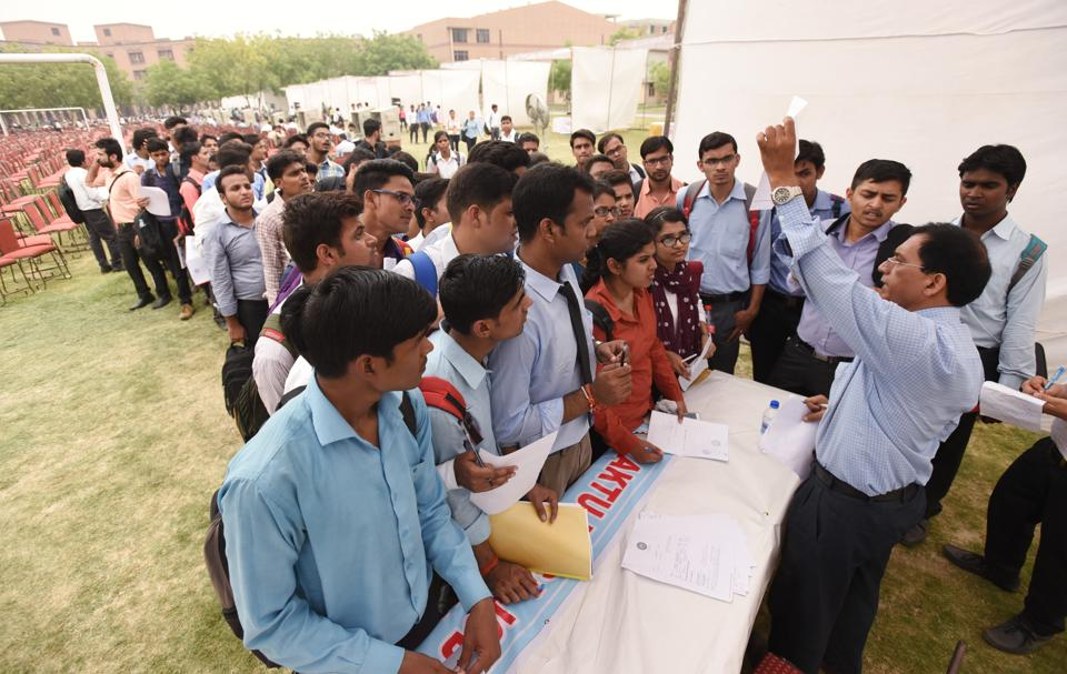 A total of 6,000 students turned up on the Friday, first day of the fair, where representatives of 43 companies were present, varsity officials said.