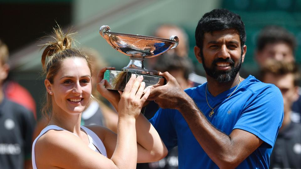 India's Rohan Bopanna (R) and Canada's Gabriela Dabrowski pose with their trophy after winning the French Open mixed doubles title.