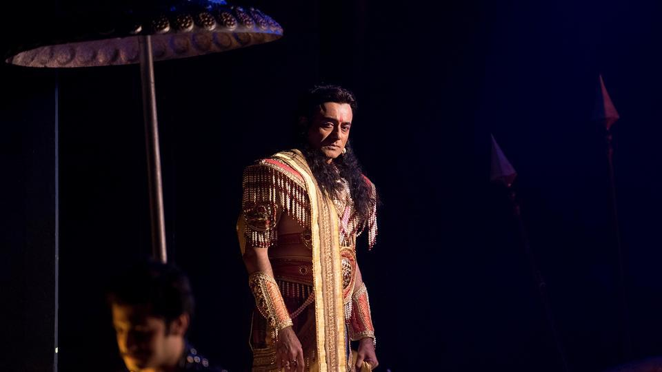 The actor's looks seem to have undergone a dramatic change owing to the wig and makeup. (Satish Bate/HT)