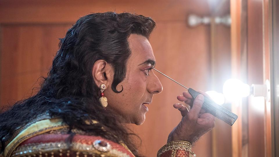 Bharadwaj applies his makeup backstage, transforming his look. (Satish Bate/HT)