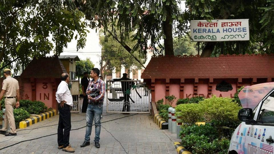 New Delhi: Police and media persons outside Kerala House.