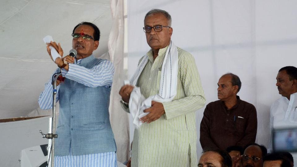 Madhya Pradesh CMShivraj Singh Chouhan addresses farmers and BJP workers during a rally in Bhopal.
