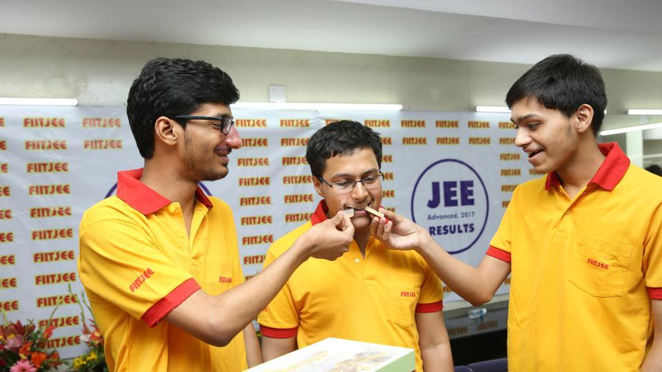 Delhi's Ananye Agarwal (Centre) scored 331 marks out of 366 in the Joint Entrance Examination (JEE) Advanced 2017 to grab the All India Rank of 3 on Sunday.