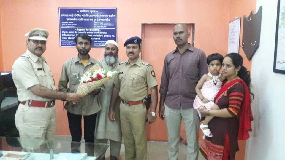 Nehru Stadium chowky police official offers a bouquet to Shakeel Altaf Mulla praising him for his act of honesty.
