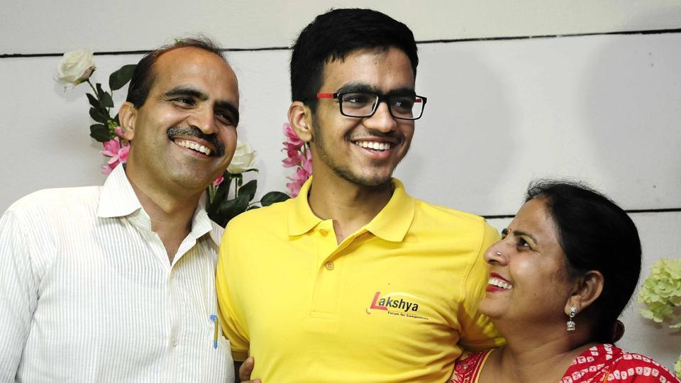 Sarvesh Mehtani (centre) from Haryana's Panchkula secured the All India Rank (AIR) 1 in Joint Entrance Examination (JEE) Advanced 2017, the results of which were declared on Sunday.