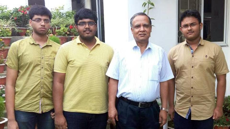 Jharkhand Civil Avitaion Secretary K K Khandelwal with the students who cracked the JEE(Advanced) under his guidance after the declaration of result in Ranchi on Sunday.