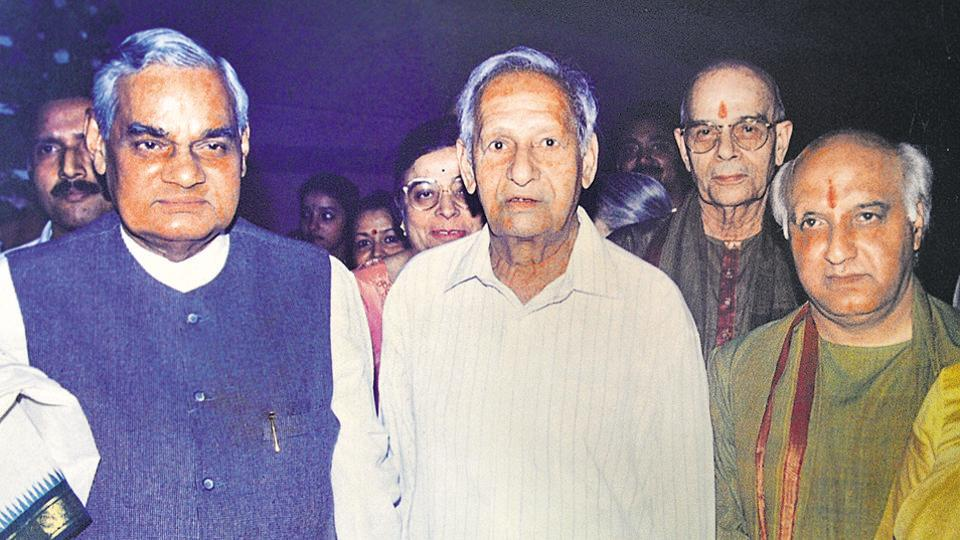 He won appreciation for his creations across party lines. Former prime minister Atal Bihari Vajpayee  of the BJP (left) and other leaders with Nek Chand (centre).   (HT File Photo)