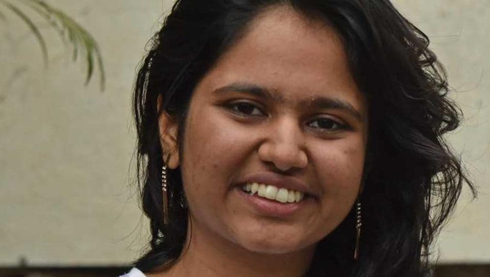 Chaitrali Duse,  female topper in IIT JEE, Pune with a score of 290.